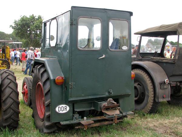 ifa pionier traktor pflanzen f r nassen boden. Black Bedroom Furniture Sets. Home Design Ideas