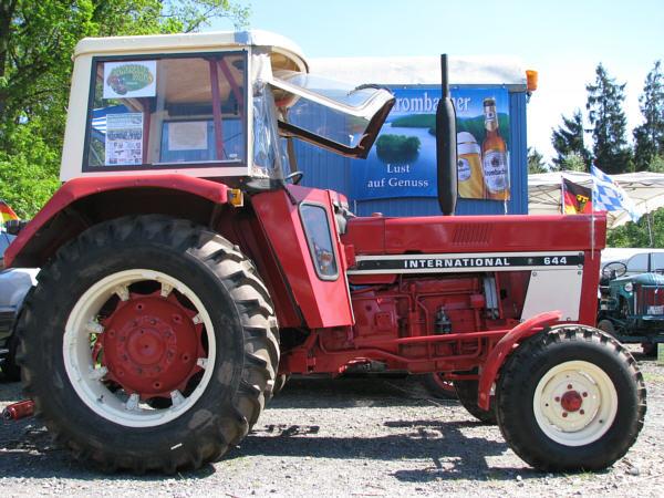 traktor ihc 644 gebrauchte traktoren mit allrad. Black Bedroom Furniture Sets. Home Design Ideas