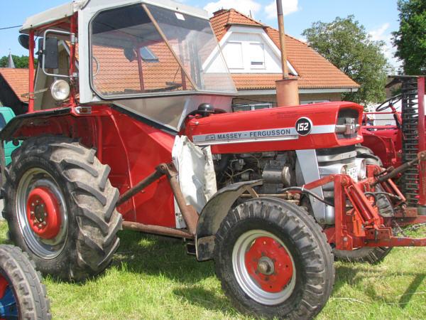 traktoren massey ferguson mf152. Black Bedroom Furniture Sets. Home Design Ideas